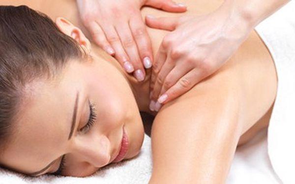 Ruční lymfatická masáž (90 min.) dolních končetin a obličeje proti otokům, vráskám a celulitidě (sleva 47%).