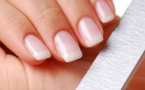 Revoluční novinka roku v oblasti manikúry! Trvalý GEL - LAK pro Vaše nehty! Už žádné starosti s denním lakováním, gel lak Vám vydrží 2 - 3 týdny!