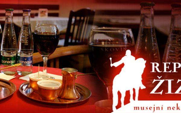 Dvě pravé turecké kávy v džezvě, dvě minerálky a 2x 2dcl makedonského vína. *To vše jen za 99 Kč! Balkánská kombinace v kavárně Republika Žižkov.