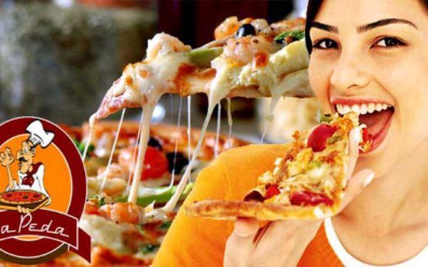 Dvě luxusní pizzy z vyhlášené pizzerie La Peda jen za 149 Kč! Dejte si výbornou čerstvě upečenou pizzu v klidné pizzerii se slevou 56%!