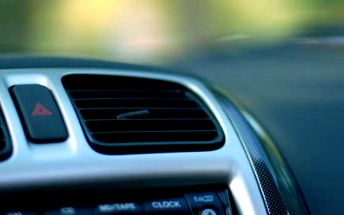 Čištění a údržba klimatizace včetně ručního mytí karoserie Vašeho auta za super cenu 299 Kč! Neponechejte nic náhodě, svěřte klimatizaci profesionálům v Autoservisu Březová.