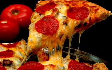 Pozor! Skvělá nabídka: Za neopakovatelnou CENU 99 Kč si vyberte DVĚ PIZZY o velikosti 30 cm z nabídky PIZZERIE PALADINO. Nyní už nemusíte utrácet! Využijte SLEVY až 55% a pozvěte svého partnera nebo kamaráda na jeho oblíbenou pizzu!