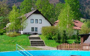 Jen 1161 Kč za ubytování pro 2 osoby na 2 noci včetně polopenze! V ceně kupónu ZDARMA tenisový kurt, volejbalové hříště, dětské hřiště, nádrž s přítokem vody z místního potoka, zastřešené ohniště. Relaxujte se slevou 41%.