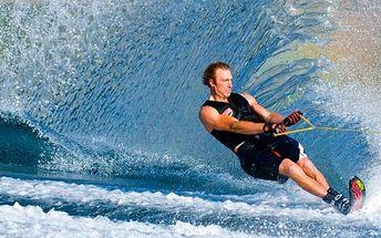 Zajazdite si na vodných lyžiach alebo wakeboarde len za 9,90! Zažite striekajúcu vodu a adrenalín so zľavou 50%!