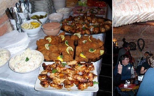! Plánujete rodinnou oslavu, nebo firemní večírek? Rautový stůl a láhve sektu nebo vína jen za 3499Kč !
