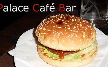 MAXI BURGER hovädzí + 0,5L Kofola alebo 0,5L Radler len za 3€. V PALACE CAFE BAR dostanete poriadnu dávku k zakusnutiu i s nápojom so zľavou 46%!