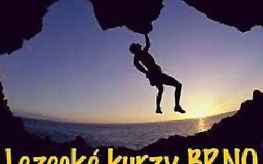 Adrenalinový zážitek s lanem na umělé horolezecké stěně jen za 250 Kč!