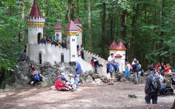 LETNÍ DĚTSKÝ TÁBOR ZA 2990 Kč! Pro děti z 1. až 9. tříd ZŠ. Tábor se nachází pouhých 500 m od zříceniny hradu Rabštejn, která dodá dokonalou kouzelnou atmosféru pro nezapomenutelné letní dny. Celotáborová hra Avatar, hry, soutěže, táboráky, kolektivní spo