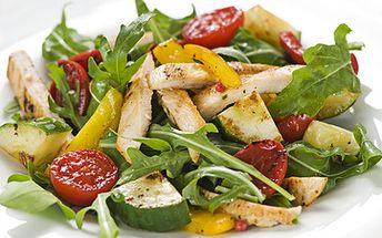 Zeleninový salát s kuřecími nudličkami jen za 58 Kč místo 115 Kč!