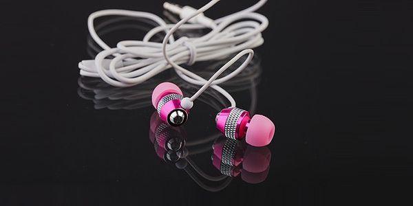 Moderní pohodlná sluchátka v růžovém kovovém provedení s gumovým zakončením pro kvalitní poslech hudby. Poštovné pouze 29 Kč!