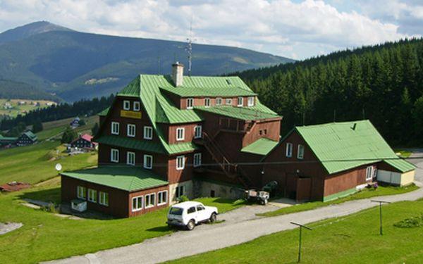 Husova Bouda v Peci pod Sněžkou – 4 dny s polopenzí jen za 1800 Kč pro dvě osoby. Uvítací drink + zapůjčení holí na Nordic Walking + 50% sleva na saunu a masáže.