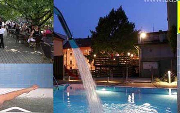 NEJLEVNĚJŠÍ WELLNESS TÝDEN U NÁS! Dopřejte si relaxační dovolenou v historických Klatovech s polopenzí, saunou, venkovním + krytým bazénem se slanou vodou 30´C za skvělou cenu 2 990 Kč!!!