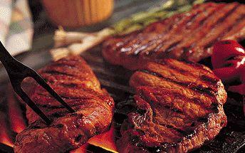 Neskutečná nabídka! Pouhých 84 Kč za luxusní jemně kořeněný šťavnatý steak (250g) z vepřové kýty s bylinkovým máslem a bazalkou s grilovanou bramborou ve slupce s pažitkovou zakysanou smetanou a malým čerstvým salátem! Vše v restauraci U Chladů!