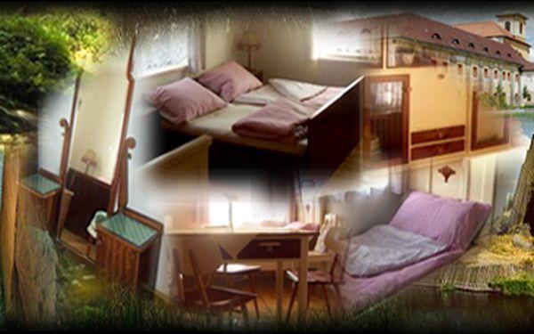 """Romantické prázdniny """"jak u babičky"""", v domě ze 30.let, v městečku Mimoň, nedaleko Máchova jezera. Apartmán pro 4 osoby."""