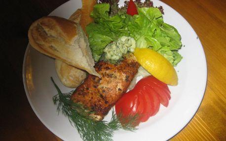 200g steak z norského lososa na grilu s bylinkovým máslem za pouhých 99,- Kč.