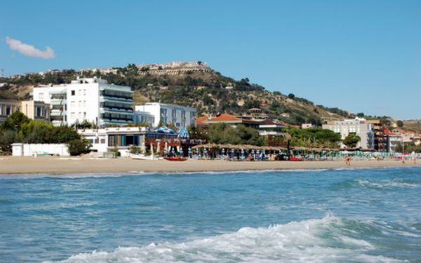 Aktivní dovolená v Itálii na Adriatickém pobřeží. Aerobic, Kickbox, Zumba, Pilates a mnoho dalších sportů. Vyberte si sami, zdali chcete jet na týden, nebo 14 dní.