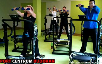 280 Kč (běžná cena 615 Kč) za 360 min. Alpinningu a 60 min. Fitboxu nebo Tae-ba. Vyzkoušejte si efektivní skupinové cvičení na běžěckých pásech poháněných vlastní silou na jediném místě v Liberci. Dejte se do kondice ve sport centru Budokan!