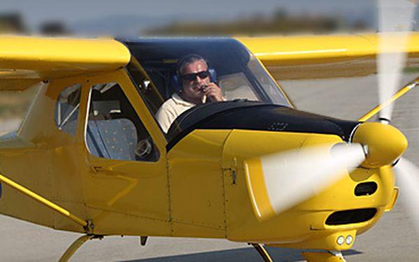 """Jednodenní, nebo dvoudenní výcvikový kurz """"Pilotem na zkoušku"""" s 51% slevou!! Vyzkoušejte si pilotování letadla nad krajinou jižních Čech a získejte nutné vědomosti!! Ušetřete 5 100, nebo až 10 200 Kč!!"""