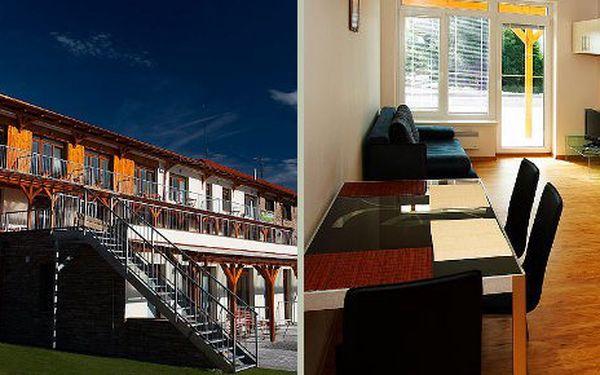 Letní relaxace v soukromí apartmánů Jezerní vyhlídka na Lipně pro dvě osoby na 4 dny za 3294 Kč. Cena zahrnuje ubytování na 3 noci pro dva od čtvrtka do neděle. Láhev sektu na přivítanou. Děti do 5 let mají pobyt zdarma.