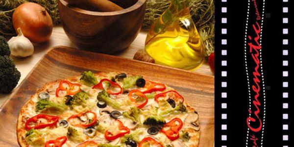 Do chrumkava upečené cesto, prísady s vôňou juhu na ňom, a to všetko v príjemnom prostredí len za 2,20 €! Vynikajúca pizza so zľavou až do 54 %!