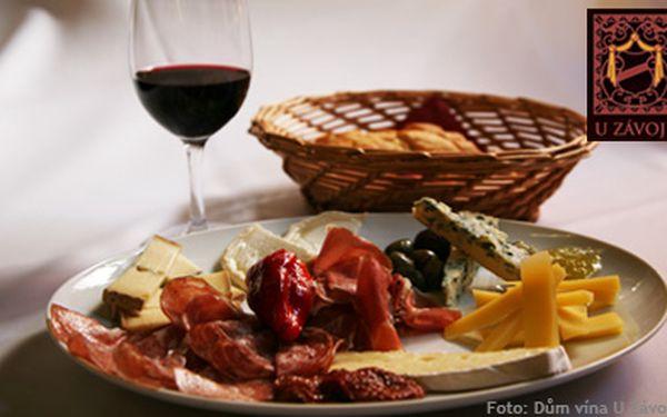 299 Kč (běžná cena 600 Kč) za 420g degustační talíř plný gurmánských specialit - parmská šunka, sušená rajčata, sýry s fíkovou hořčicí a další lahůdky a k tomu 2 sklenky exkluzivního vína. Skvělá kombinace delikates v Domě vína U Závoje!