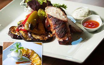 Užijte si léto stylově - luxusně a na lodi! Grilovaná kuřecí prsa v anglické slanině s pečeným bramborem a navíc dezert: grilovaný ananas s vanilkovou zmrzlinou. To vše s 50% slevou!