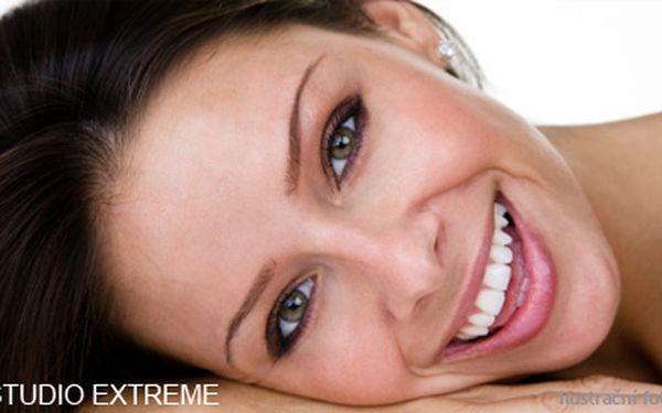 1290 Kč (běžná cena 4500 Kč) za profesionální bělení zubů efektivní a bezpečnou metodou pomocí přístroje Dentalux! Získejte zářivý úsměv díky studiu Extreme! Sleva 71 %!