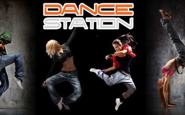 99 Kč za ČTYŘI lekce libovolného tance v tanečním studiu Dance Station! Moderna, balet, sexy flirt dance, hip hop, zumba a mnoho dalšího s neskutečnou slevou 84 %!