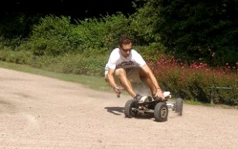 Adrenalinová novinka: 20 minut na ďábelském skateboardu s motorem za pouhých 96 Kč!