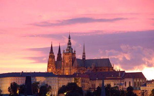 Skvělá příležitost k výletu do Prahy! Ubytování pro 2 osoby se snídaní v Hotelu Skalka za skělých 799 Kč za jednu noc. Zakupte si tolik voucherů, kolik chcete se slevou 33% a přijeďte shlédnout krásy Prahy.