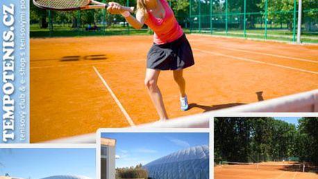 Necháte na kurtu jen pot a dvě stovky, skvělý sportovní zážitek si odnesete domů! Pojďte s partnerem na tenis a užijte si dvě hodiny sportu se slevou 50%.