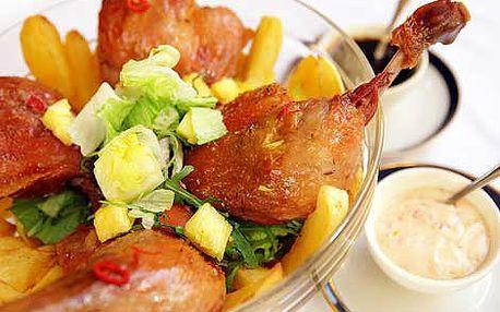 399 Kč místo 1800 Kč za Velký salát se smaženými bramborami, sladko-kyselou chilli omáčkou a 4 pečenými kachními stehny v prominentní retro restauraci U Modré Kachničky II v centru Prahy!