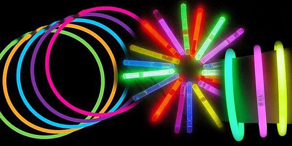 Začalo léto a s ním zaručeně plno zábavy s přáteli. Pořiďte si LIGHT COLOR STICK- svítící náramky nebo tyčky a věřte, že chvíle s přáteli budou o to zabavnější! 50 ks jen149 Kč !