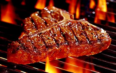 99 Kč za šťavnatý grilovaný 200 g STEAK z vepřové krkovičky s opečenými bramborami, ZELNÝ SALÁT, ZÁKUSEK a KÁVU/ČAJ. To vše v Pivovarské restauraci Na Rychtě v Praze