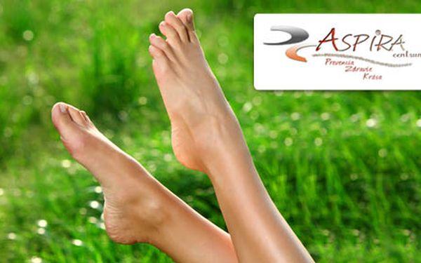 Nohy ako z rozprávky, hebké na dotyk a dokonalo upravené len za 12 €! Doprajte im 1 x medicinálnu pedikúru + lakovanie nechtov so zľavou 52 %!