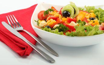 Jen 79 Kč za zdravý 300 gramový salát dle Vašeho výběru se slevou až 47% nebo 2x osvěžující drink Mojito za 99 Kč se slevou 44%. Dopřejte si chutný oběd či večeři na zahrádce restaurace Veranda Café a osvěžte se u toho výborným drinkem!