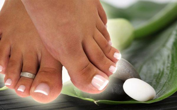 Upravené nehtíky na nohách po celé léto! Dopřejte si gelovou modeláž nohou, která rozjasní Vaše nohy a budete je mít stále upravené, nyní pouze za 180 Kč. Jedná se o metodu, která vydrží 6-8 týdnů.