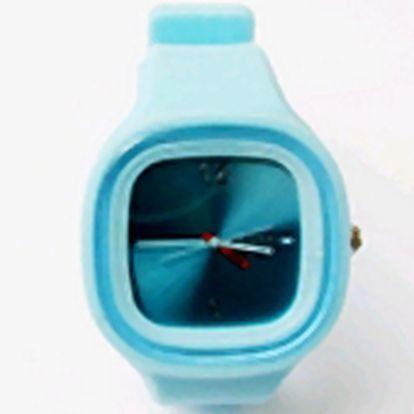 Využijte této bezkonkurenční padesátiprocentní slevy na nákup originálních hodinek. Nabízíme širokou variaci druhů a barev!