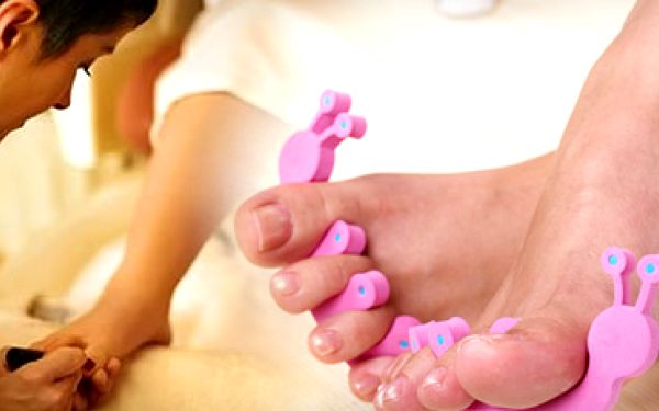 62% sleva na klasickou pedikúru, peeling, masáž, zábal a lakování nehtů!!! Kompletní a profesionální péče o vaše nohy v salonu the stars za pouhých 170 kč!!!