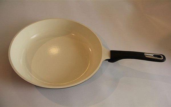 Super cena! Pouhých 689 Kč za kvalitní keramickou pánev o průměru 26 cm – efektivní a zdravé vaření s minimem oleje, jednoduchým čištěním a téměř nemožným připalováním!