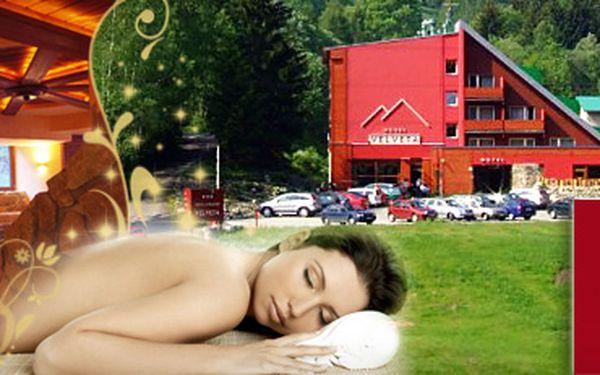 WELLNESS V KRKONOŠÍCH pro dvě osoby s 52% slevou!! 3 dny pohody a relaxace v luxusním 4hvězdičkovém rodinném hotelu Velveta!! Římské lázně, rašelinová koupel, peelingová masáž, polopenze!! Ušetřete s portálem Berslevu.cz skvělých 3 291 Kč!!