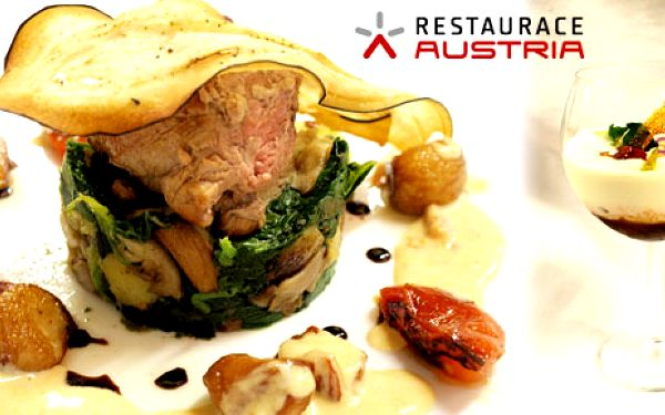 Luxusní menu pro 2 osoby: Grilovaná panenka s omáčkou ze sušených rajčat, sladký dezert a Martini!