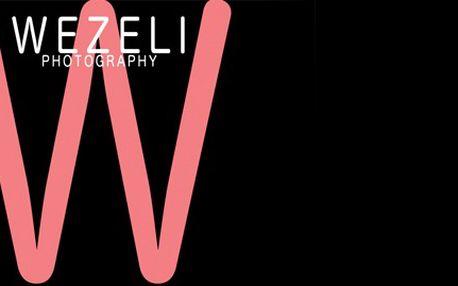 2 hodiny focení s profesionálním fotografem Yonathanem Wezelim, v ateliéru či v přírodě. Nebojte se vyzkoušet něco nového a poznejte zákulisí profesionálního focení! Zkušený fotograf Vám zhotoví dokonalé snímky. Fotografování je příjemné a dokáže Vám, že pod zkušeným dohledem může být každý hvězdou.