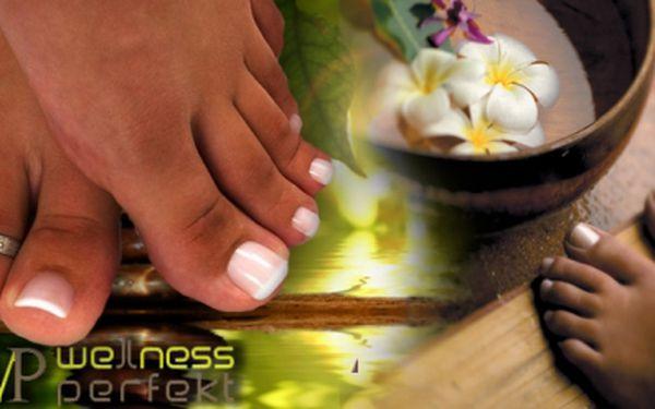 Chcete mít krásné nehty i na nohou, abyste je mohla dávat na odiv celému světu? Zajděte si na gelovou modeláž za 189 Kč ve studiu Wellness Perfekt!