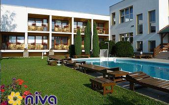Relaxační pobyt pro DVA na 3 dny (2 noci) v Lázeňském domě NIVA II v Luhačovicích za 2790 Kč! Polopenze ve stylové Kolibě, hotel. bazény, fitness a dítě do 5 let zdarma!