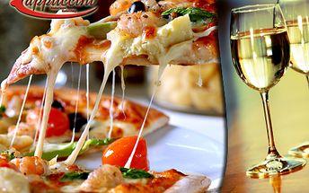 Více než 70% sleva na italsko-chilskou večeři! Za 289 Kč získejte dvě pizzy nebo calzone (kapsy) a jednu láhev výborného chilského vína! V original restaurant Cappuccini ušetříte 699 Kč!