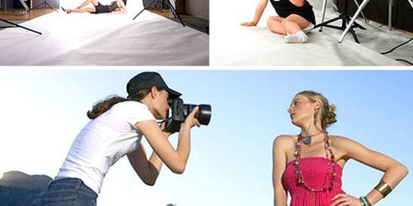 Focení bez pocení, v ateliéru i venku! Zachyťte nejhezčí okamžiky aparátem profesionálního fotografa. Portrétní fotografie v interiéru i exteriéru se slevou 66 %.
