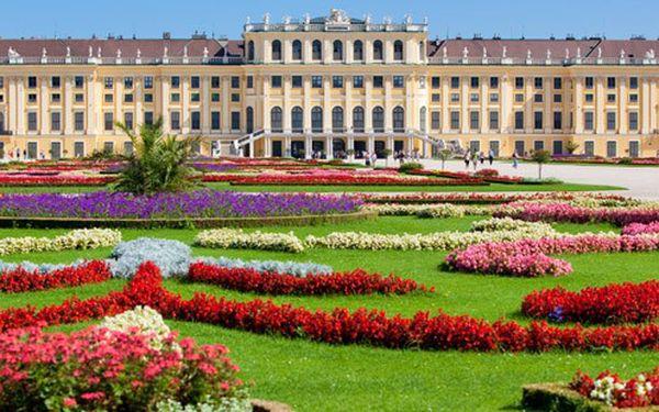 Celodenní prázdninová Vídeň s návštěvou zámku Schönbrunn již 13. srpna 2011 za cenu 599,- Kč! Pro všechny milovníky rakouské metropole nyní s návštěvou letní rezidence Habsburků zámku Schönbrunn.
