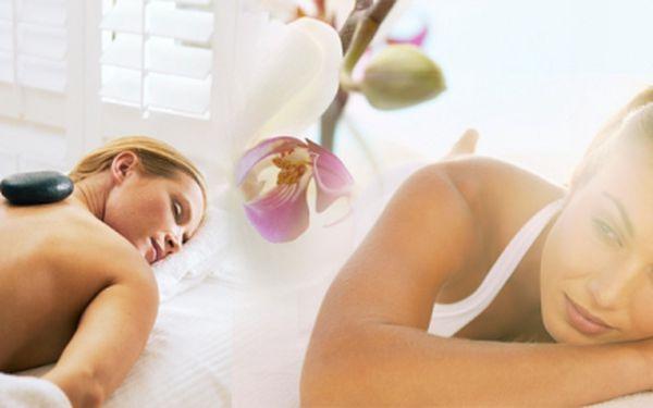 CENOVÁ BOMBA! Hodinová havajská masáž lávovými kameny hot stones včetně reflexní terapie krční páteře a plosek nohou zakončené japonskou tlakovou masáží Shiatsu. Mimořádná akční cena 250 Kč! Sleva 75%!