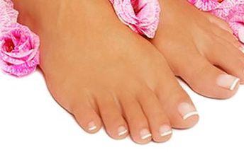 Kompletní pedikůra v salonu Milady se slevou 35 %, navíc desinfekce bot a ponožek.